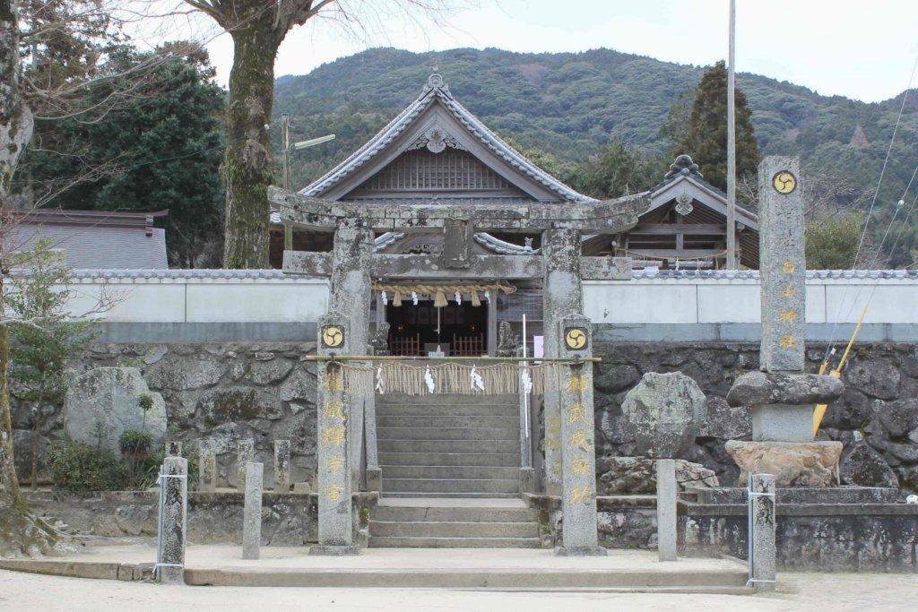 白山神社の正面(糸島)