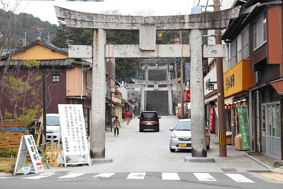 宮地嶽神社の入り口鳥居