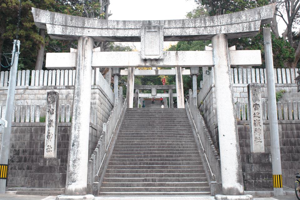 宮地嶽神社の階段下鳥居